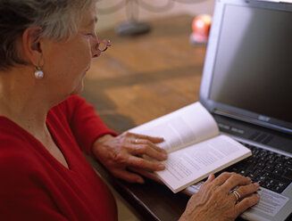 Senior woman reading book - DK00077