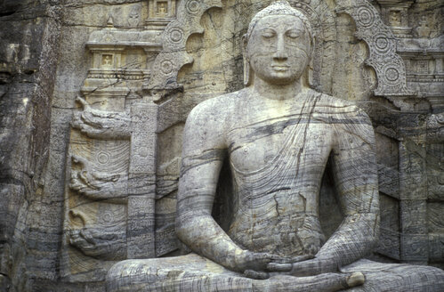 Sri Lanka, Pollonaruwa, Buddha belted in rocks - 00085MB