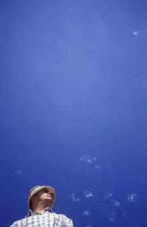 Perplex man, low angle view - GS00478