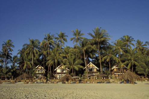 Exterior of Sandaway resort at beach - 00670OW