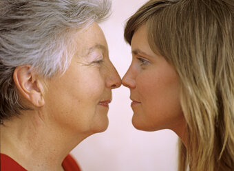 Grandmother and granddaughter face to face, close-up - DK00039