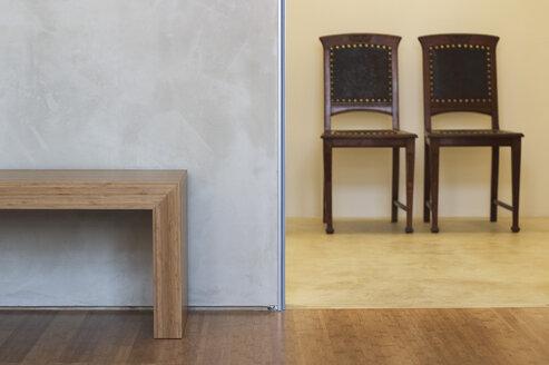 Chairs and table inside modern room - 00148BM-U