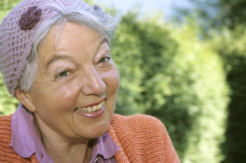 Senior woman smiling, close-up - PEF00324