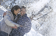 Couple in snow - HHF00020