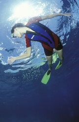 Female diver under water - GN00553