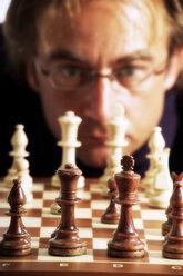 Man playing chess - 02244CS-U