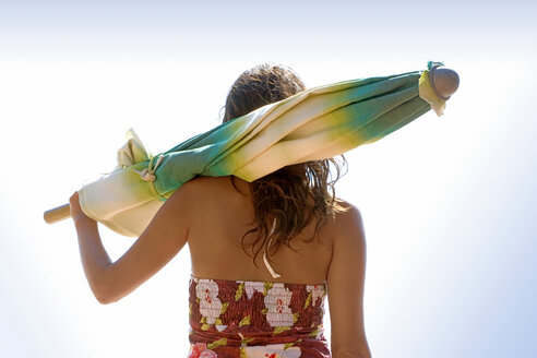 Woman carrying sunshade - LDF00116