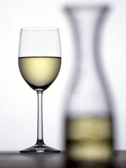 Glas of white wine and carafe - THF00045