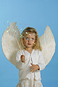 Girl (3-4) dressed in angel\\\\\\\'s costume - CRF00858