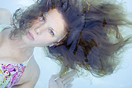 Young woman under water, portrait - MF00210