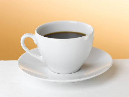 Coffee cup with saucer, close-up - KMF00087