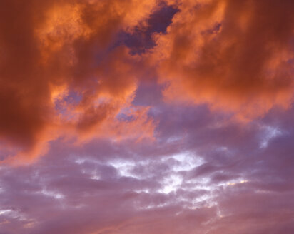 Dramatic sky, low angle view - THF00259