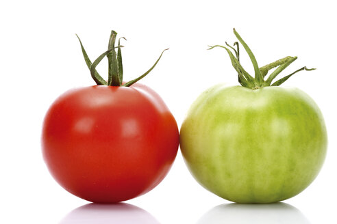 Red and green tomato, close-up - 04320CS-U