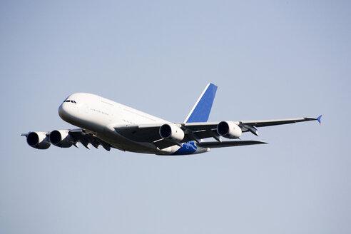 Airplane flying - RDF00122