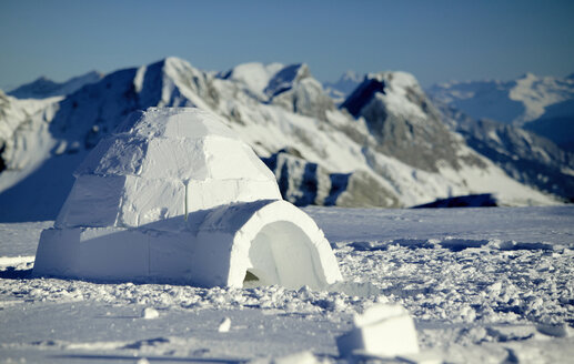 Switzerland, Toggenburg, traditional igloo in mountains - KM00157