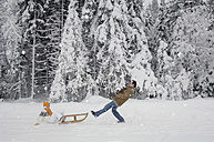 Couple with sledge having fun in snow - HHF00539