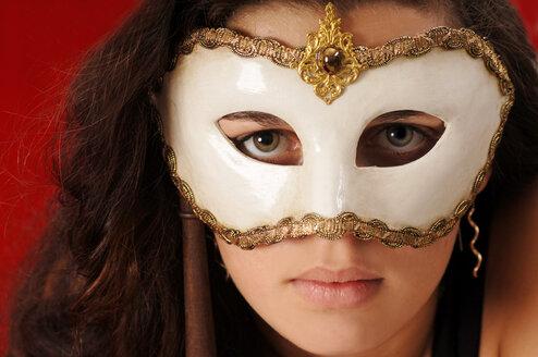 Young woman wearing carnival mask, portrait - 00150LR-U