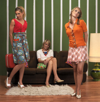 Young women in living room - JL00184