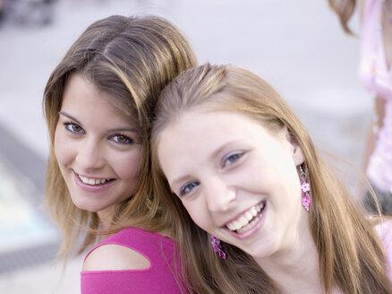 Two teenage girls (16-17) smiling - KMF00389