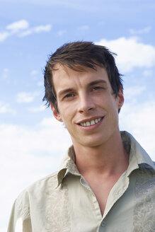 Young man smiling portrait - LDF00345