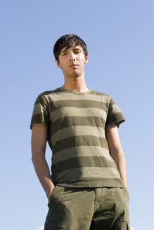 Young man, hands in pocket - LDF00228