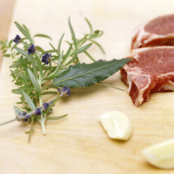 Slice of meat with fresh garlic and herbs - COF00036