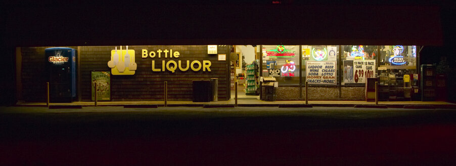 USA, California, liquor store - TH00292