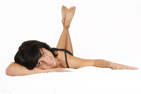 Young woman lying on bed, smiling - 00165LR-U