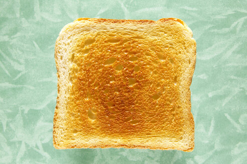 Slice of toast, close-up, elevated view - THF00375