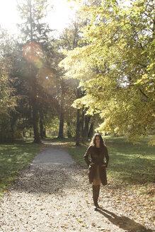 Young woman walking - LDF00407