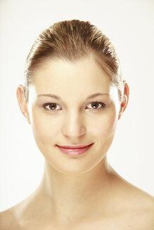 Young woman smiling, portrait, close-up - LDF00413