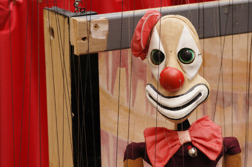 Clown marionette, close-up - 00213LR-U