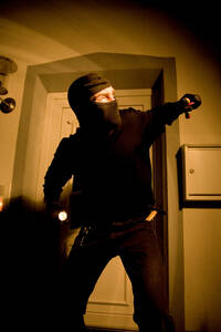 Burglar in staircase - MAE00307