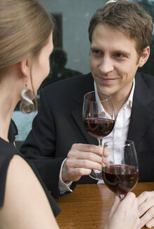 Young couple drinking red wine - NHF00502