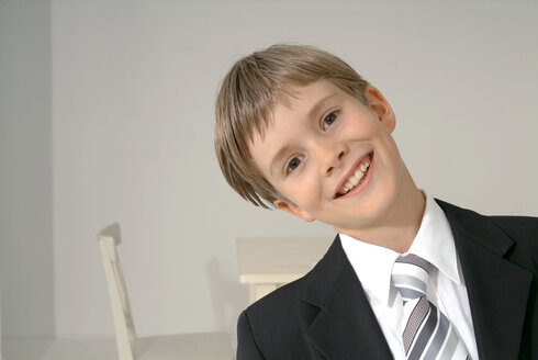 Boy dressed for First Communion, portrait - TCF00044
