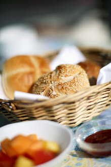 Wheat rolls in breadbasket - CHKF00343