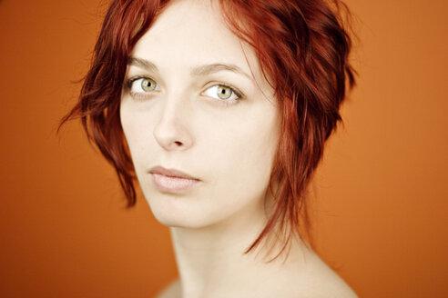 Portrait of a redheaded woman - DW00090