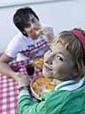 Young couple eating pizza, outdoors - KMF00901