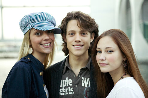 Young man with two young women, portrait - KMF00841