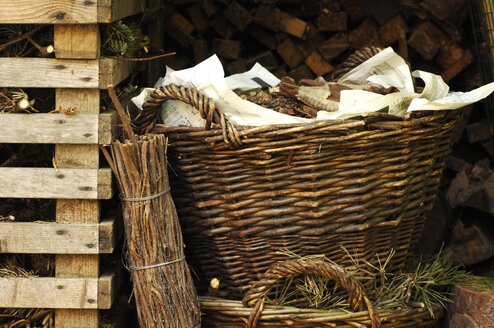 Baskets with firewood and brushwood - 00275LR-U