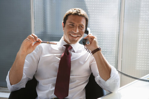 Business man using a phone - WESTF05477