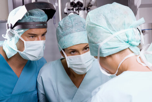 Surgery team in the operating room - WESTF05629