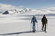 Norway, Rondane National Park, Persons cross-country skiing - FFF00810