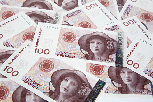Close-up of Norwegian banknotes - GWF00464