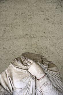 Germany, Frankfurt on the Main, Headless Statue, close-up - TL00129