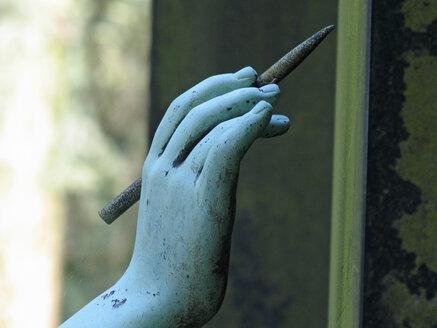 Germany, Frankfurt on the Main, graveyard, statue, close-up - TL00105