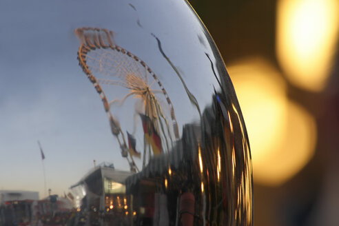 Ferris wheel reflection, blurred motion - TL00202