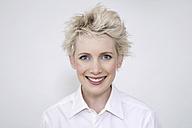Young woman smiling, portrait - TCF00206