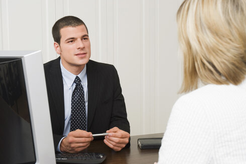 Bank representative talking with client - NH00582