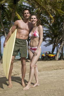 Guadeloupe, Caribbean, Couple with surfboard - AB00169